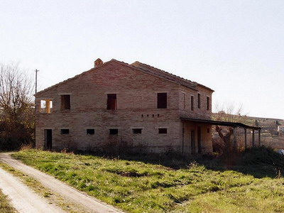 Farmhouses Marche - Front of the house.
